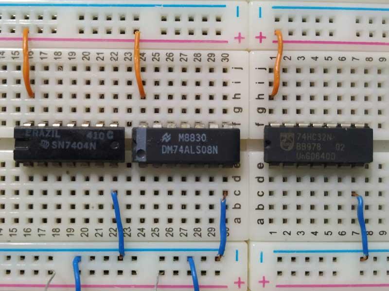 Disposição dos CIs do circuito combinacional